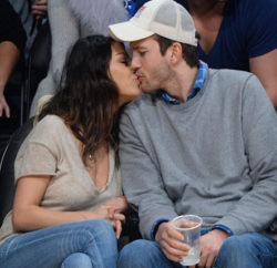 242D8E5900000578-2881557-Packing_on_the_PDA_Mila_Kunis_and_fiance_Ashton_Kutcher_enjoyed_-a-105_1419059621117