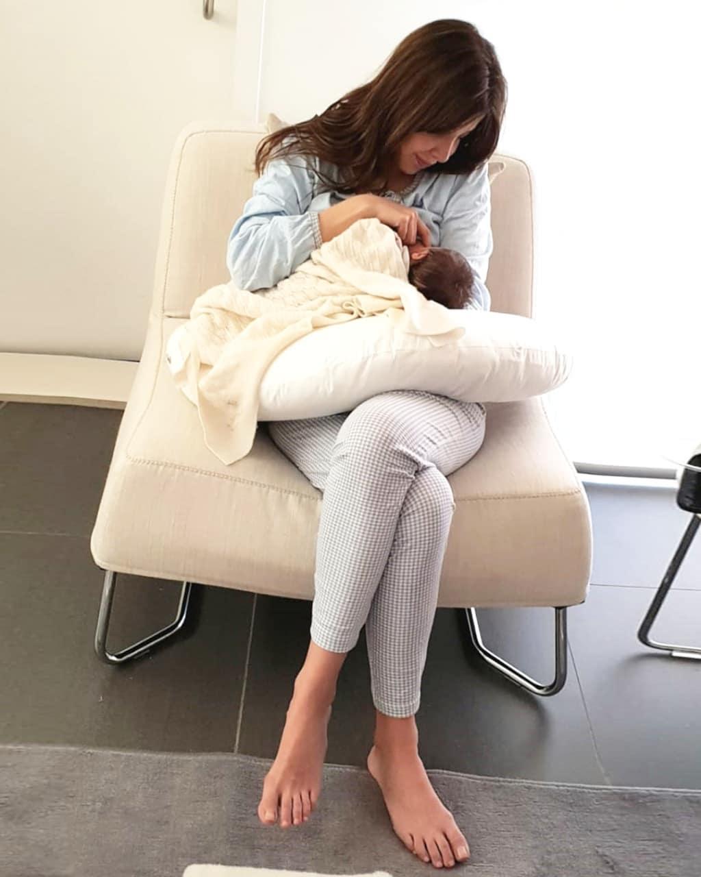 "0e7c09570f5f2 تداول جمهور النجمة اللبنانية نانسي عجرم على مواقع التواصل الاجتماعي بعض  الصور لـ الزينة التي جهزتها صاحبة ""الحب زي الوتر"" لاستقبال مولودتها الجديدة  ""ليا""."